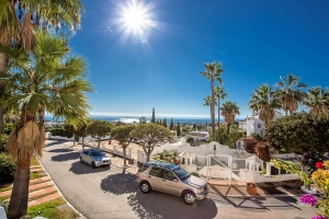 2 Bedroom Apartment with Sea Views in Jardines Colgantes Marbella Hill Club