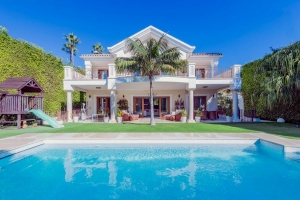 Elegant Beachside Villa in Casablanca on the Marbella Golden Mile