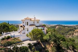 Villa with Superb Sea Views in Los Reales, Sierra Estepona