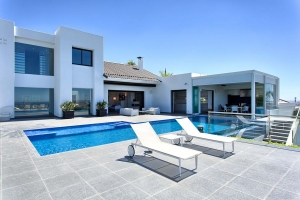 Contemporary Villa in Los Flamingos Golf Resort