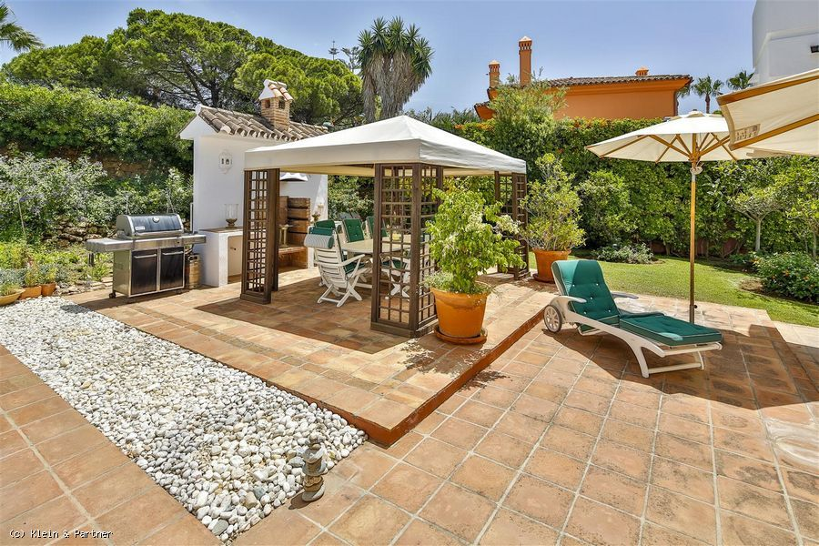 7 Bedroom Beachside Villa for Sale in Bahia de Marbella