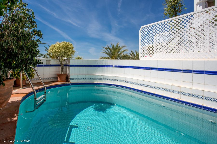 Marbella Hill Club Apartment with Sea Views in Jardines Colgantes